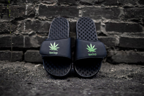 Limited Edition ISlide Snoop Dogg 4/20 Slide.