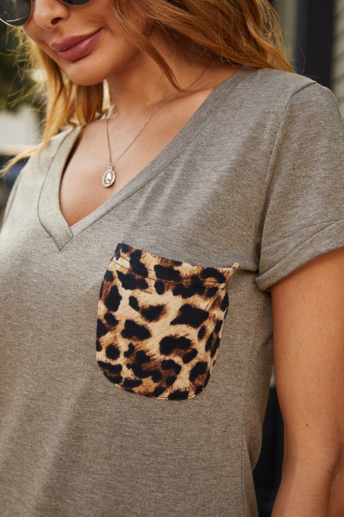 Leopard print pocket V-neck shirt - Aceshin