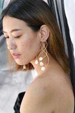 Load image into Gallery viewer, Pearl vine earrings