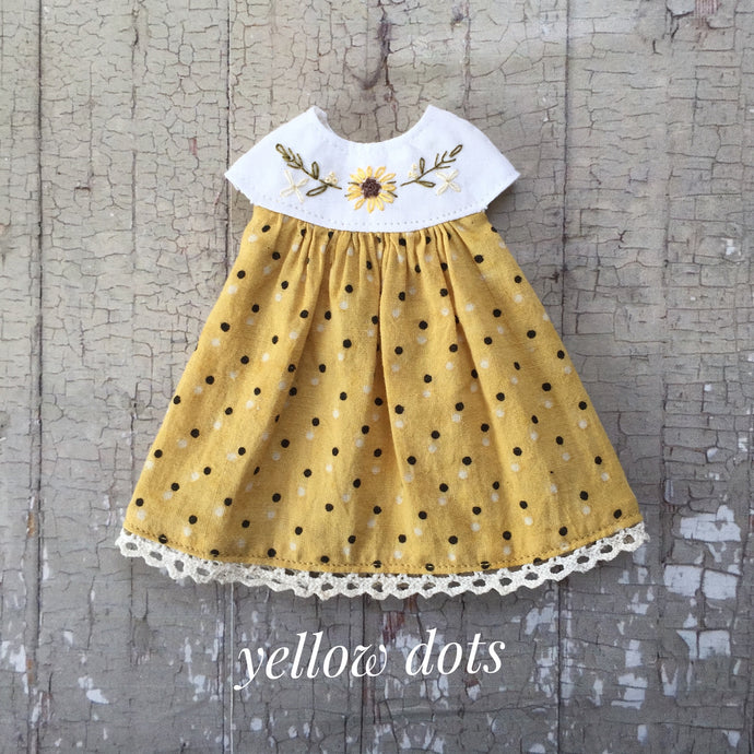 A summery smock - Yellow dots