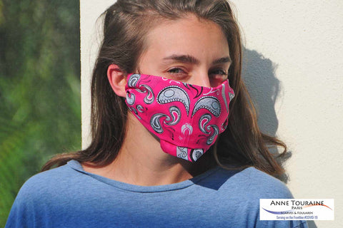 DIY: how to make a face mask with a bandana and two hair ties