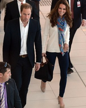 Kate, Duchess of Cambridge 's ready to fly with her favorite travel outfit: a pair of jeans, a scarf and high heels
