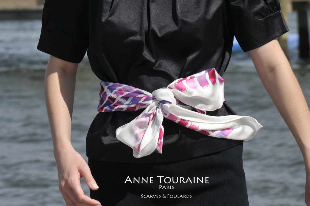 Extra large silk scarves by ANNE TOURAINE Paris™: pink and white silk satin scarf tied as a belt with a fluffy bow