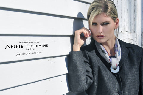 Paris New York scarf by ANNE TOURAINE Paris™, grey silk, styled with a washer: a superb and original necklace