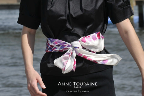 Extra large silk scarves: pink and blue scarf by ANNE TOURAINE Paris™ tied as a fancy belt.