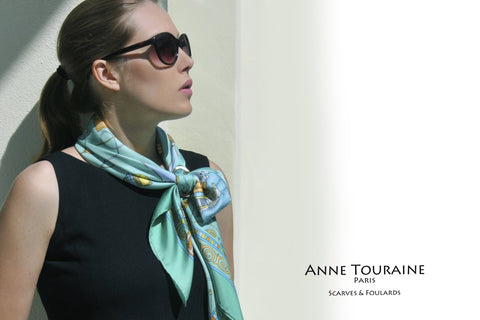 Brown mother of pearl scarf ring by ANNE TOURAINE Paris™. Available in wood, and horn. An elegant solution to keep your scarf in place.