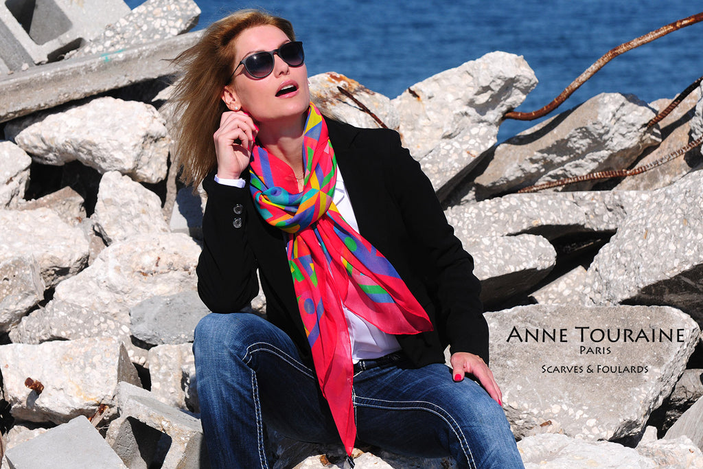 Extra large silk chiffon scarf multicolor around a ponytail Extra large silk chiffon scarves by ANNE TOURAINE Paris™: multicolor scarf looped and tied at the front of the neck