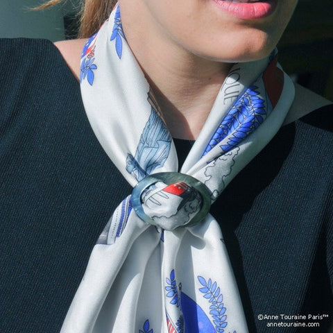 Black mother of pearl handcrafted scarf ring. Large size. A fun, essential, and versatile complementary to your ANNE TOURAINE Paris™ silk scarves. (2)