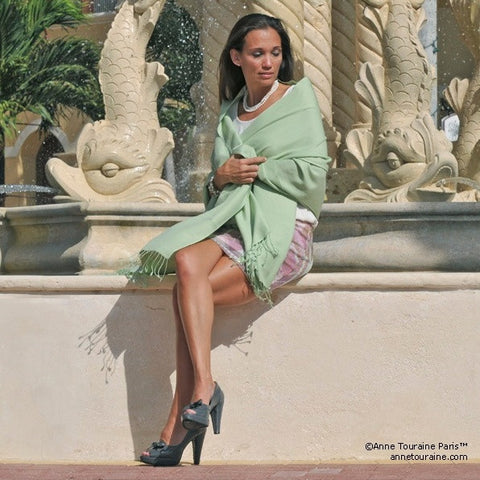 Green pashmina cashmere silk by ANNE TOURAINE Paris™: soft,warm,and cozy (2)