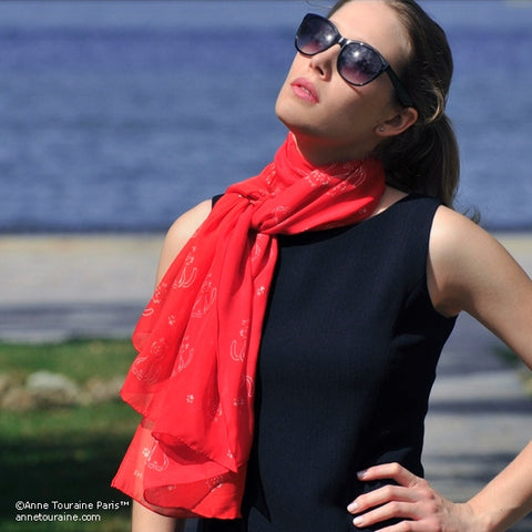 Red silk chiffon scarf with cat pattern, oblong shape: a perfect gift for cat lovers. Scarf by ANNE TOURAINE Paris™ (2)