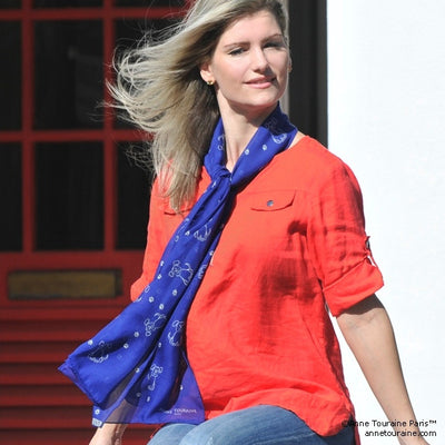 Blue silk chiffon scarf with dog pattern, oblong shape: a perfect gift for dog lovers. Scarf by ANNE TOURAINE Paris™ (3)