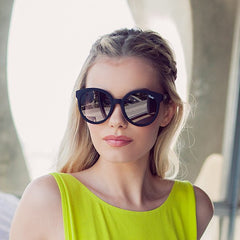 Quay High Tea Black / Smoke Sunglasses