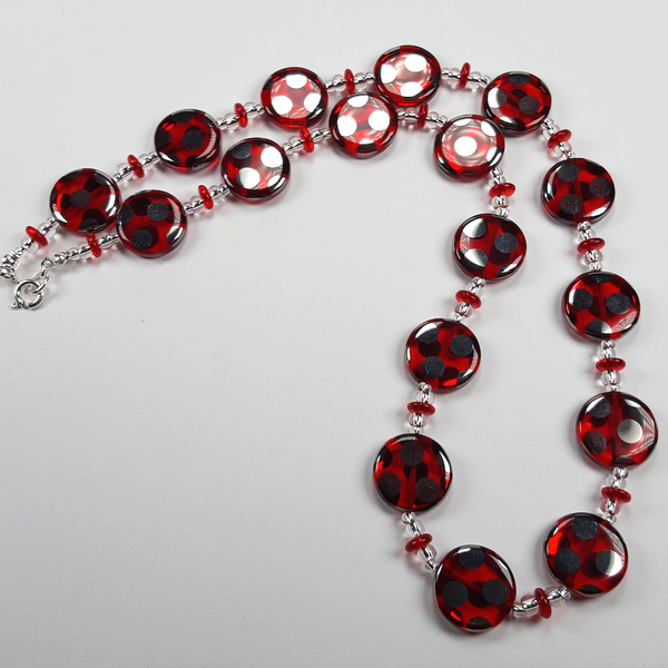 Red spot disc necklace