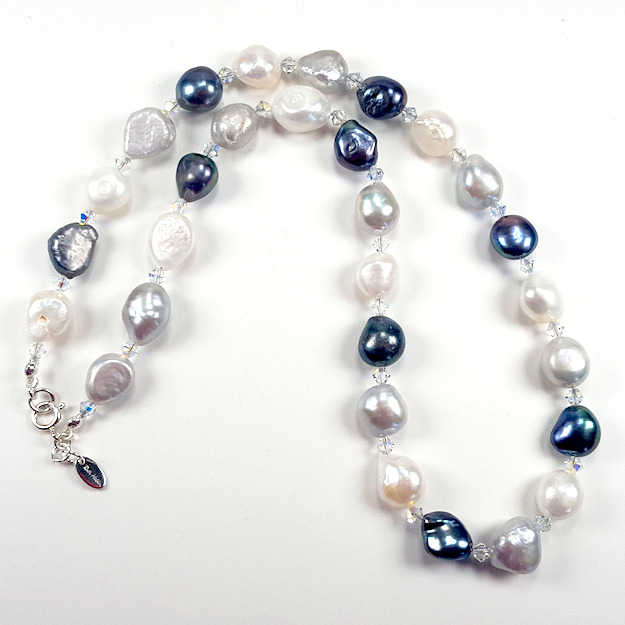 Monochrome pearls with crystals necklace