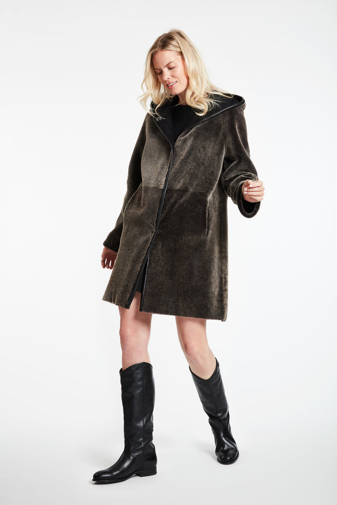 Load image into Gallery viewer, #9418HD Relaxed Expression Hooded Shearling REDUCED