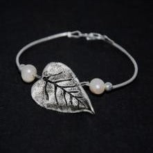 Leaf bracelet with pearls