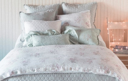 How to Choose Luxury Bed Linens (7 Tips)