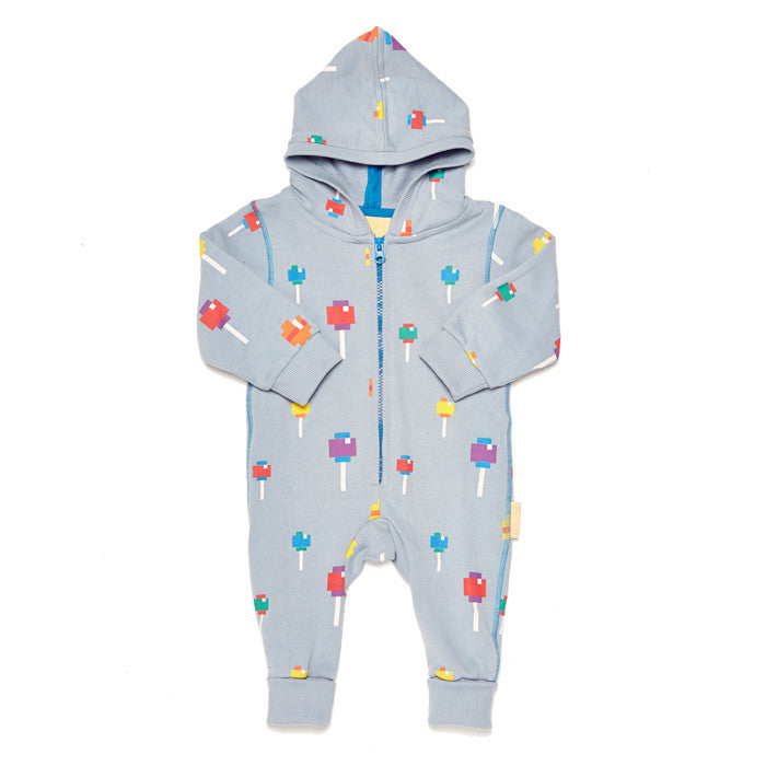 This snug organic cotton hoodie romper by Boys&Girls features a delicious lollipop print with contrast stitching and zipper to the nappy.