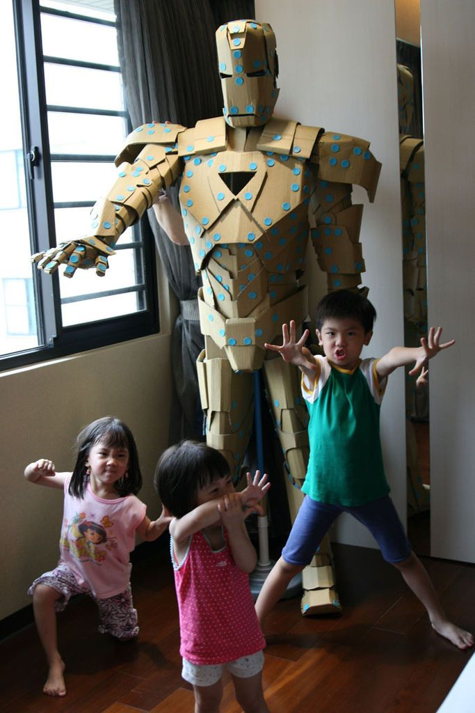 Makedo armor iron man cardboard costume