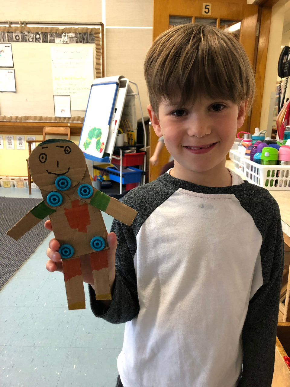 Making 2D human figures using cardboard and Makedo.
