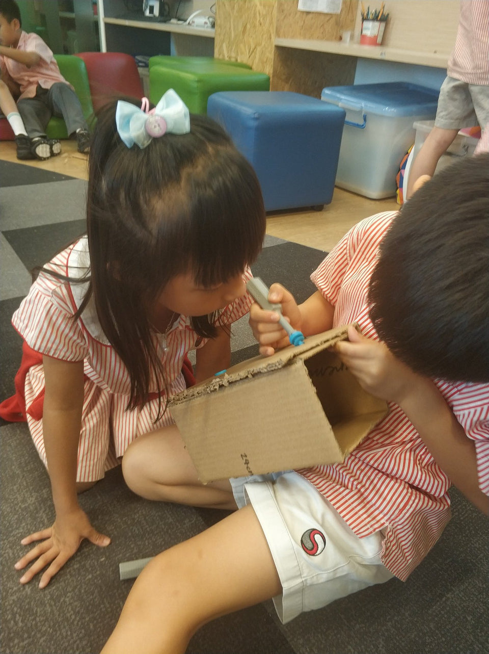 Makedo cardboard construction in the classroom shows fantastic teamwork