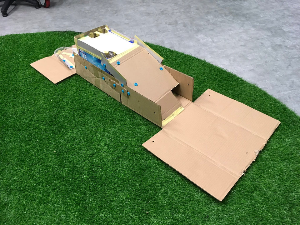 Mini golf made from cardboard with Makedo
