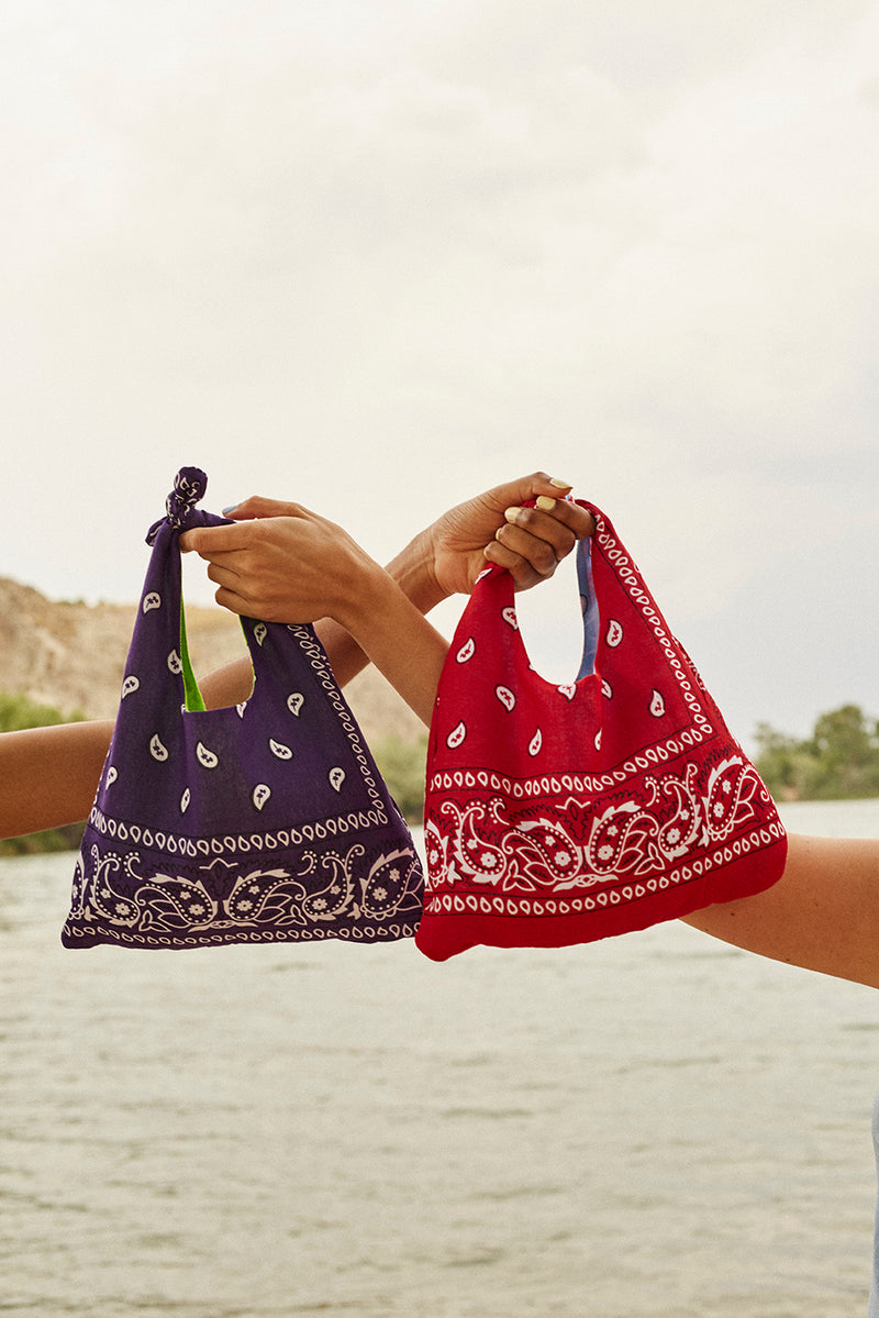 REVERSIBLE BANDANA PAISLEY BLUE/RED HANDBAG