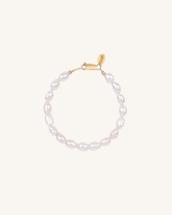 PRETTY IN PEARLS BRACELET