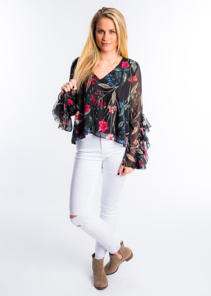 FINDING FLORALS RUFFLE SLEEVE TOP