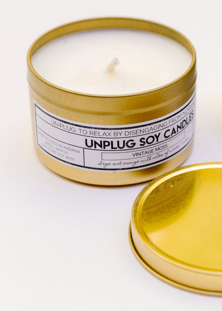 GOLD TIN SOY CANDLE IN VINTAGE MOSS BY UNPLUG