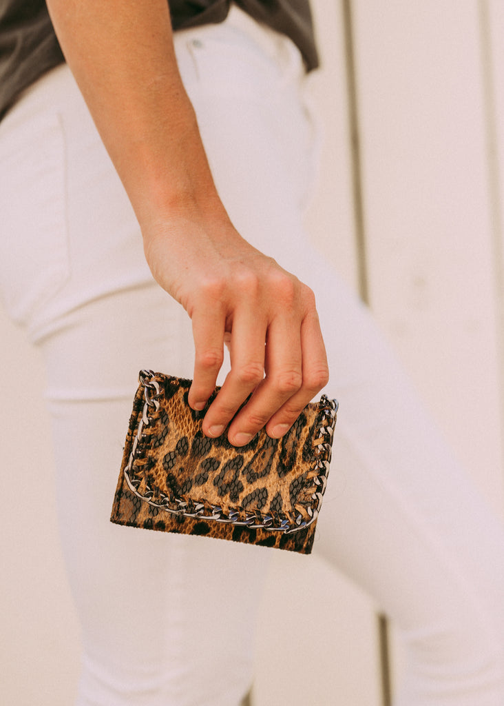 CHANGING CHAIN LEOPARD CARD HOLDER