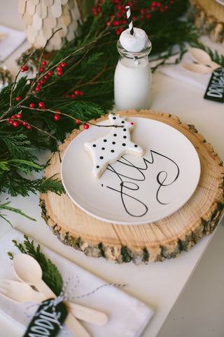Christmas tablescape ideas little kisses the kids will have a ball getting through them all and you will buy yourself some extra time to sit and enjoy the day image via simplysweetsoirees solutioingenieria Choice Image