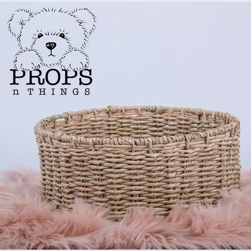 Hand woven using grass. This basket is flexible and helps you create plenty of different arrangements.