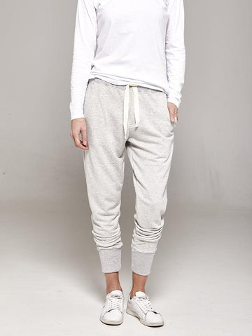 Crew pants - Organic cotton - 10 sustainable closet essentials for a capsule wardrobe
