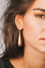 Load image into Gallery viewer, Úgō Earrings - Golden