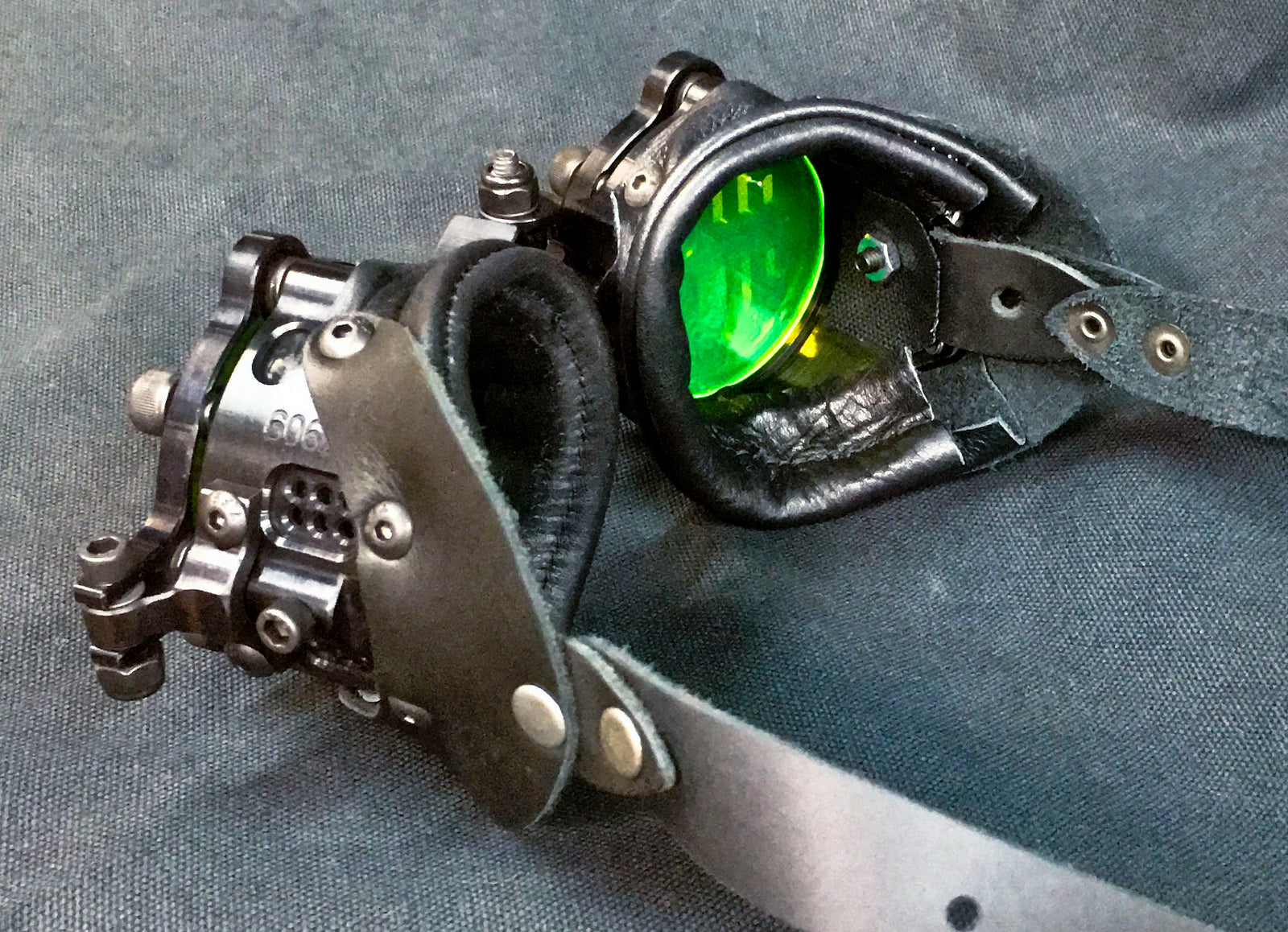 Machined Flip Cover Goggles  - War - Neon Black