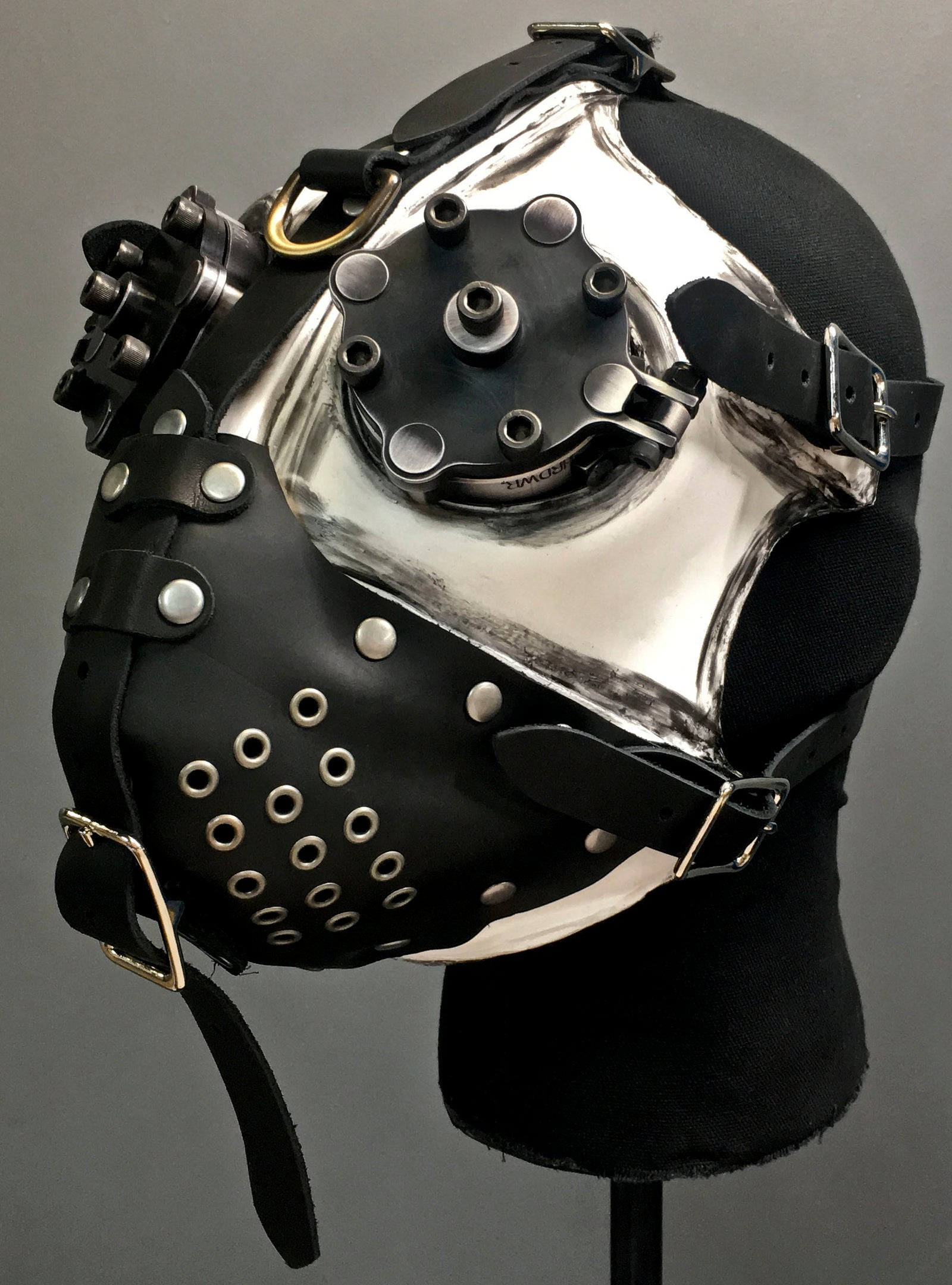 Gas Mask - Slave - White