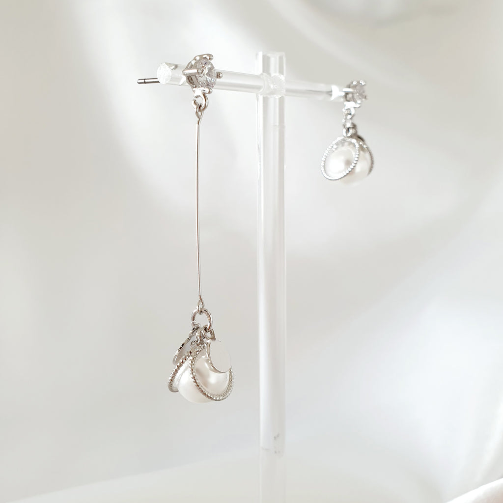 Mickey Pearl Unbalanced Earrings Silver