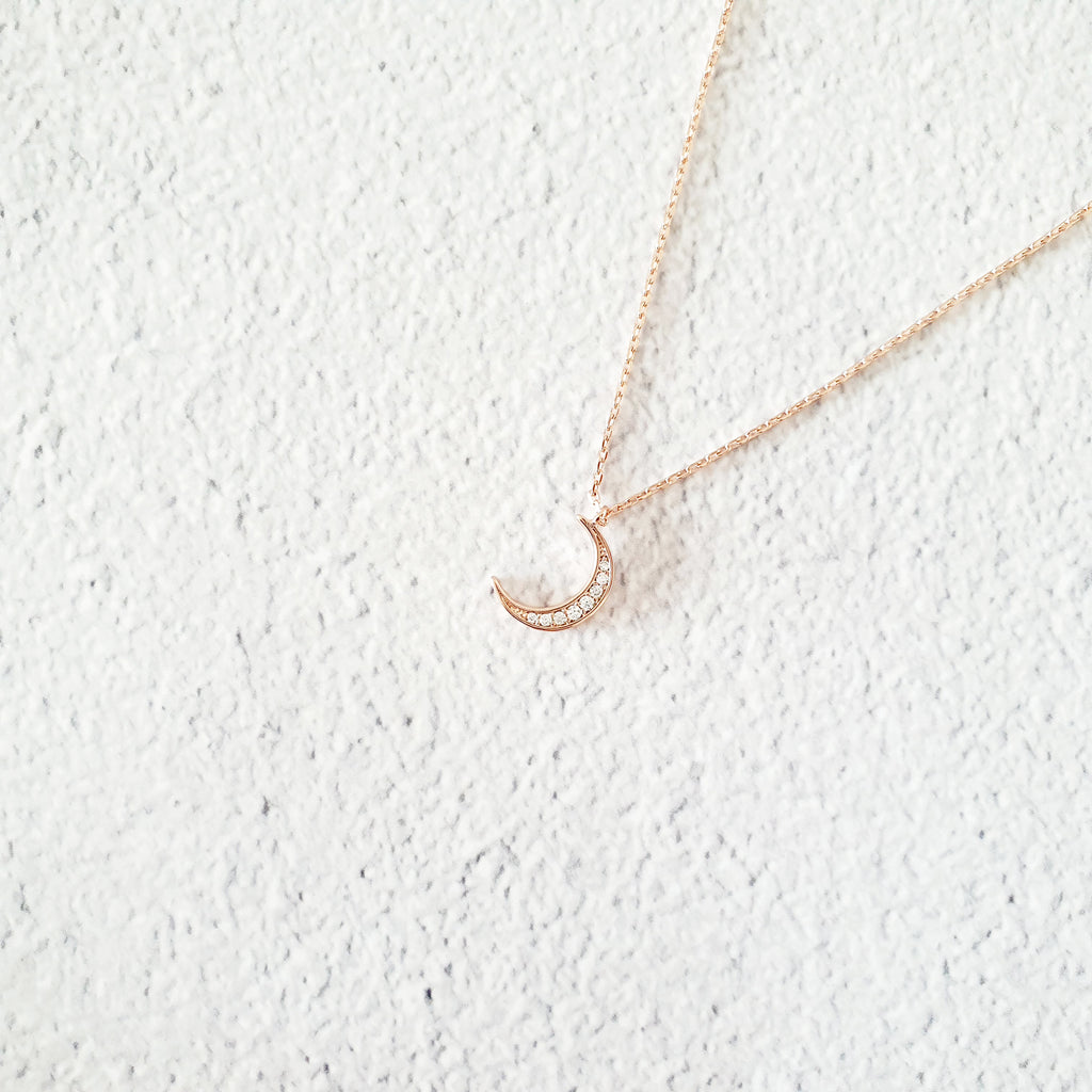 Crescent Necklace Rose gold