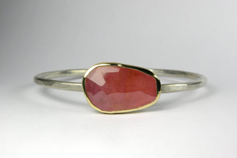 Wabi Sabi Bangle Pink Gem in 18K