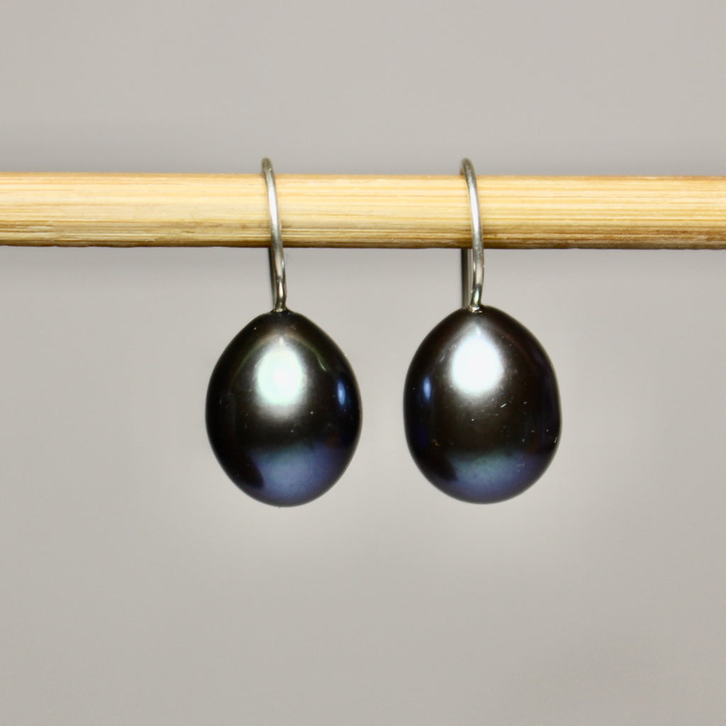 Single Black Pearl Dangles