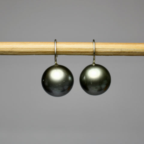 Grand Black Sphere Pearl Dangles