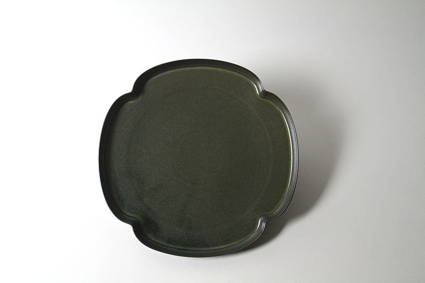 Tsudoi Shallow Plate with Iron Black Glaze