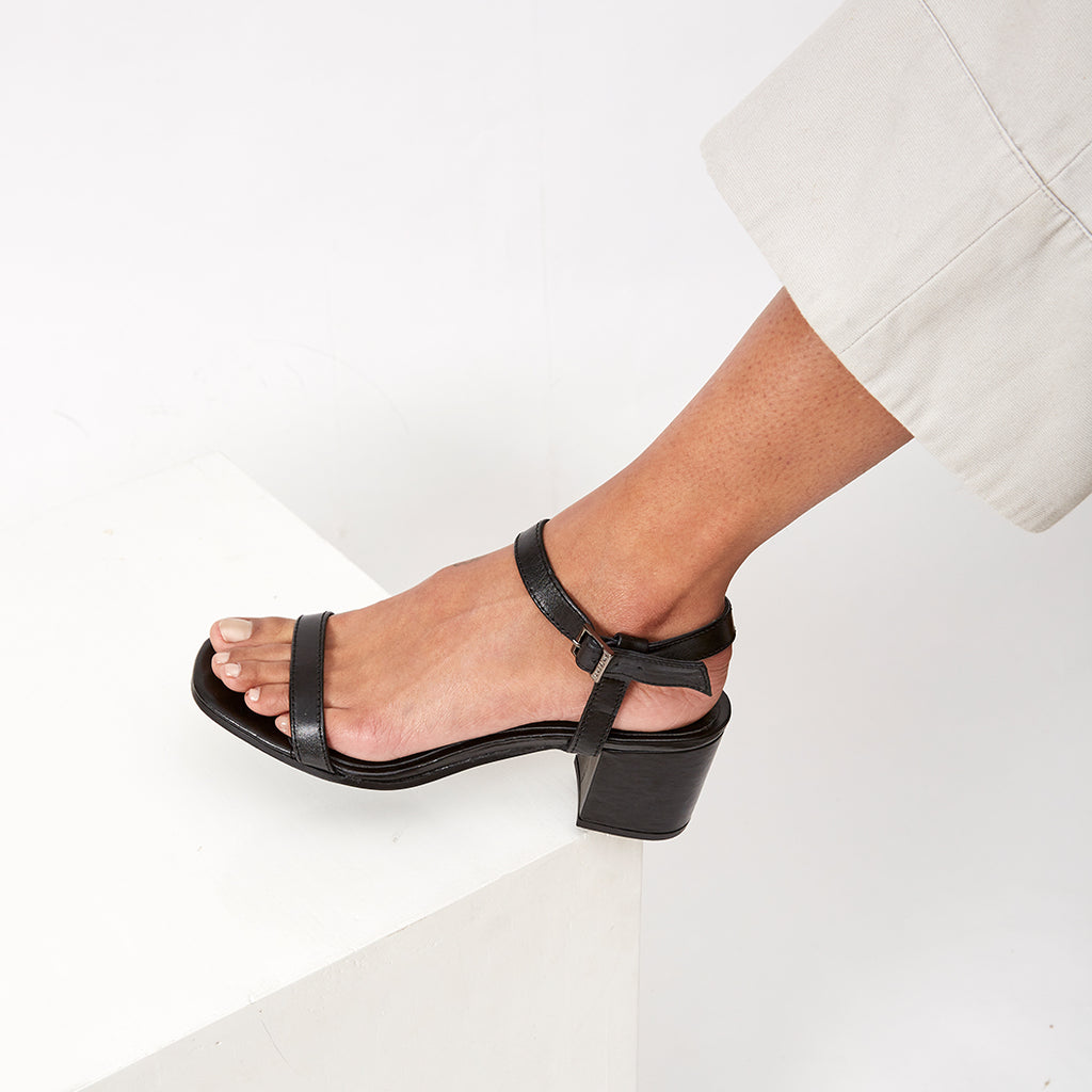 THE DAILY HEEL  -  BLACK