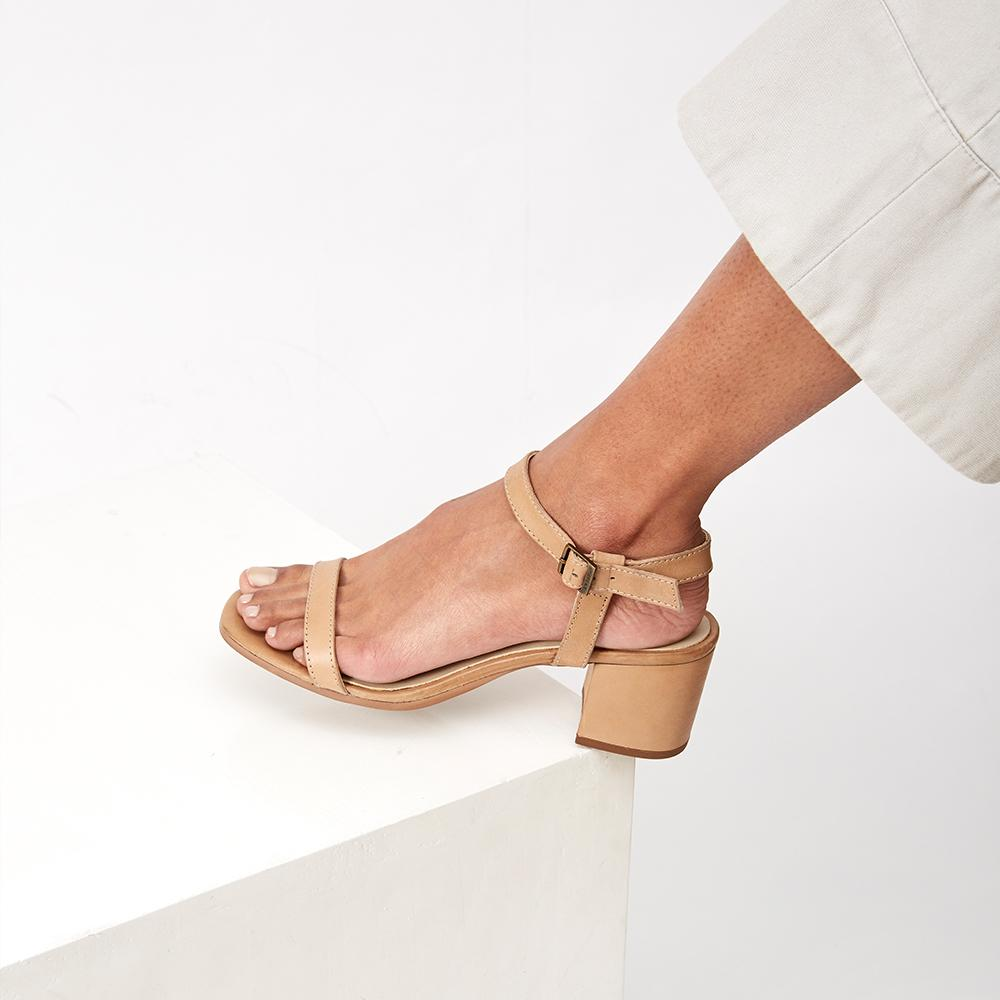 THE SEASONLESS SANDAL