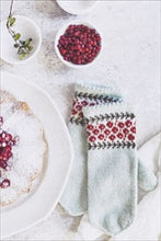 Load image into Gallery viewer, Maja's Swedish Mittens