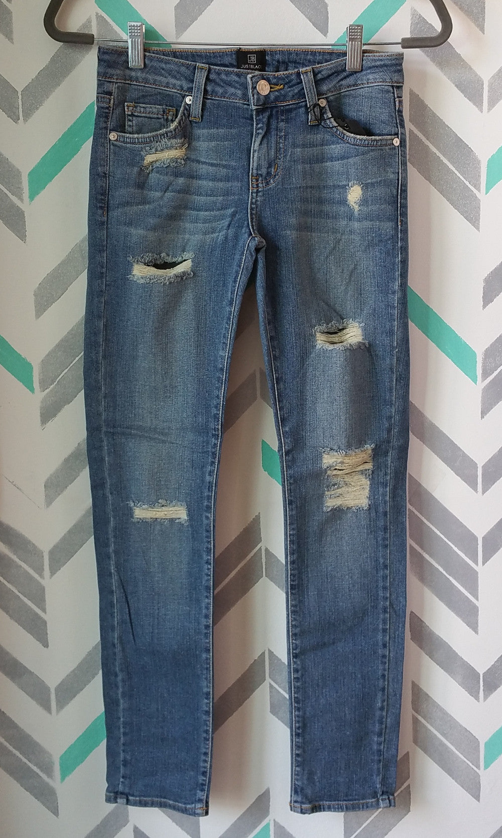 Distressed Ankle Length Skinny Jeans - Medium Wash