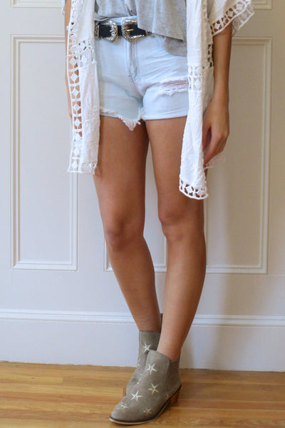 Teegan Cut Off Denim Shorts - Light Wash