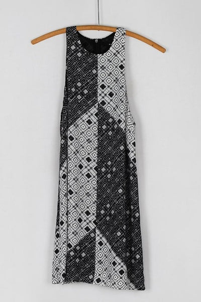 Sleeveless Blocked Geometric Print Shift Dress - Black/White