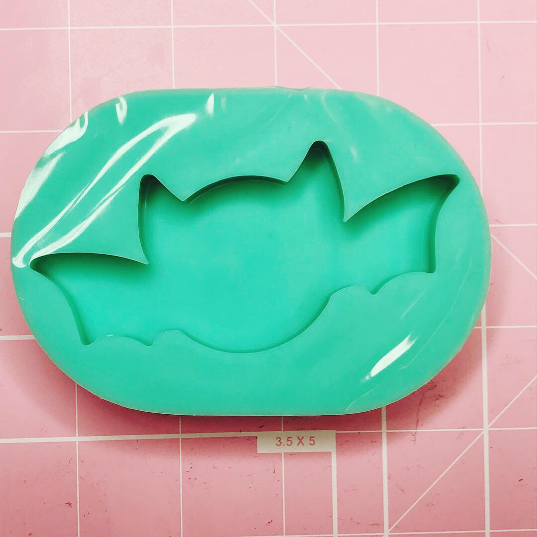 Oval Mold - Chubby Bat - Chala Atelier & Supplies